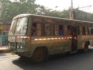 インドからの近況報告。マザーハウスへ向かう。インドのバス事情と、怪しいインド人達との日常【松葉のインド放浪記③】